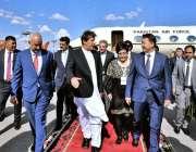وزیر اعظم عمران خان کا کارگستان کے دورہ کے موقع پر ہوائی اڈے پر استقبال ..