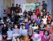 لاہور: احساس ویلفیئر سوسائٹی کے زیر اہتمام مستحق بچوں میں سکول بیگز ..