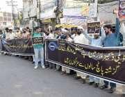 لاہور: نابینا ملازمین اپنے مطالبات کے حق میں لاہور پریس کلب کے سامنے ..