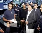 لاہور: وزیر اعلیٰ پنجاب عثمان بزدار سیف سٹیز اتھارٹی کے ہیڈ آفس کے دورے ..