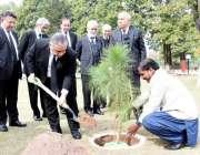 اسلام آباد: چیف جسٹس آف پاکستان جسٹس آصف سعید کھوسہ دیگر ججز صاحبان ..