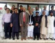 لاہور: نیشنل کونسل فار طب کے صدر ڈاکٹر ضابطہ خان شنواری کے ہمراہ اراکین ..