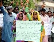 حیدرآباد: کلوئی کے رہائشی زمیندار اور پولیس کے خلاف انصاف کے لئے مظاہرہ ..