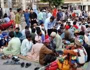 حیدر آباد: مخیر حضرات کی جانب سے افطار ی کا اہتمام کیا گیا ہے۔