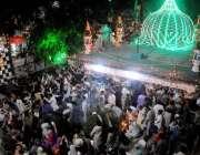 راولپنڈی:شاہ چن چراغ عرس کے موقع پر عقیدت مند چراغاں کر رہے ہیں۔