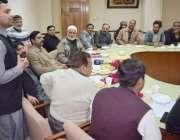 لاہور: آل پاکستان کلرکس ایسوسی ایشن (ایپکا) کے اجلاس سے حافظ محمد نعمان ..