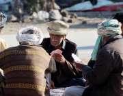 اسلام آباد: بزرگ شہری تاش کھیلنے میں مصروف ہیں۔