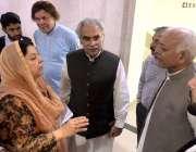 اسلام آباد: وفاقی وزیر ہوا بازی غلام سرور سے صوبائی وزیر صحت ڈاکٹر یاسمین ..