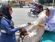 راولپنڈی: انچارج ٹریفک پولیس ایجوکیشن ونگ انسپیکٹر نوشابہ فیاض آگاہی ..