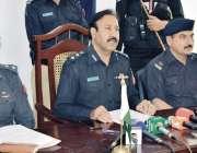 مردان: ڈی پی او سجاد خان پریس کانفرنس سے خطاب کر رہے ہیں۔