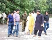 لاہور: ڈپٹی کمشنر لاہور صالحہ سعید ٹرک اڈہ اور رم مارکیٹ کی منتقلی کے ..