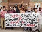 لاہور: دروغہ والا کے رہائشی اپنے مطالبات کے حق میں احتجاج کر رہے ہیں۔