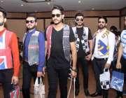 لاہور: مقامی ہوٹل میں مونی خان کی جانب سے منعقدہ فیشن شو میں شریک ماڈلز ..