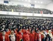لاہور: لاہور کالج فار وویمن یونیورسٹی کے15ویں کانووکیشن کے موقع پر طالبات ..