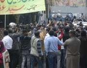 لاہور: پنجاب اسمبلی میں قائد حزب اختلاف ہمزہ شہباز نیب عدالت پیشی کے ..