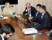 لاہور: صوبائی وزیر صحت ڈاکٹر یاسمین راشد ہسپتالوں کے ریفرل سسٹم میں ..