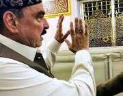 مدینہ: وفاقی وزیر ریلوے شیخ رشید احمد روضہ رسول ﷺ پر حاضری دے رہے ہیں۔