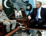 اسلام آباد: وزیر خارجہ مخدوم شاہ محمود قریشی اور ائیر چیف مارشل مجاہد ..