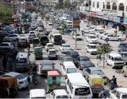 راولپنڈی: چاندنی چوک میں شدید ٹریفک جام کا منظر۔