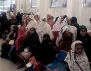 راولپنڈی: نجکاری کے خلاف ہڑتال کے باعث ڈی ایچ کیو ہسپتال میں خواتین ..
