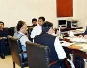 لاہور: اے ڈی سی جی توقیر حیدر کاظمی ڈسٹرکٹ ایڈوائزری کمیٹی کے حوالے ..