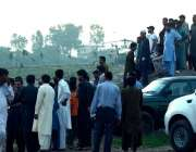 راولپنڈی: پاک آرمی کا تربیتی طیارہ گر کر تباہ ہونے کی جگہ پر علاقہ مکین ..