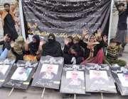 لاہور: ڈی ایچ اے کے رہائشی قبضہ مافیا کے خلاف پریس کلب کے باہر احتجاج ..