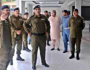 راولپنڈی: سی پی او محمد فیصل رانا ٹریفک آفس کا دورہ کر رہے ہیں۔