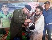 راولپنڈی: سی ٹی او محمد بن اشرف ایک بچے کو قطرے پلا کر پولیو مہم کا آغاز ..