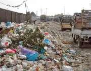 کراچی: قیوم آباد کے علاقہ میں کچرے کا ڈھیر انتظامیہ کی توجہ کا منتظر ..