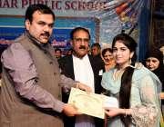راولپنڈی: رکن قومی اسمبلی راشد شفیق گروپ آف کرامر پبلک سکولز کی سالانہ ..