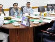 پشاور: وزیر اعلیٰ خیبر پختونخوا کے معاون خصوصی برائے صنعت و تجارت عبدالکریم ..