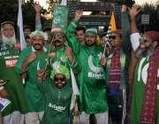 لاہور: پاکستان اور سری لنکا کے درمیان دوسرا ٹی ٹونٹی میچ دیکھنے کیلئے ..