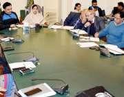 لاہور: ڈپٹی کمشنر لاہور صالحہ سعید پولیو کے حوالے سے اجلاس کی صدارت ..