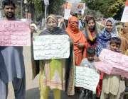 لاہور: خانقا ڈوگران کے رہائشی پریس کلب کے باہر مطالبات کے حق میں احتجاج ..