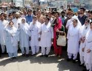 راولپنڈی: ڈی ایچ کیو ہسپتال کے ڈاکٹرز، نرسز اور سٹاف ہسپتال کو پرائیویٹ ..