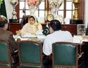 لاہور: ڈپٹی کمشنر لاہور صالحہ سعید ایل ڈبلیو ایم سی کے اجلاس کی صدارت ..