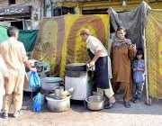 لاہور: ریلوے اسٹیشن کے قریب رمضان المبارک کے باوجود دوپہر کے وقت ہوٹل ..