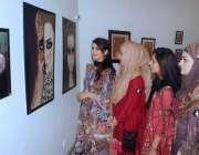 لاہور: الحمرا آرٹ گیلری میں یونیورسٹی آف ہوم اکنامکس کے آرٹ اینڈ ڈیزائن ..
