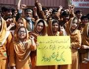 حیدر آباد: مختلف سکولوں کے بچے پاک فوج سے اظہار یکجہتی کے لیے نعرے بازی ..