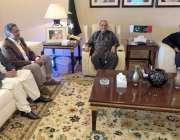 لاہور: سابق صدر مملکت آصف علی زرداری سے پیپلز پارٹی پنجاب کے صدر قمر ..