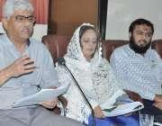 کراچی: کراچی پریس کلب میں روفی بلڈرز کے متاثری کمیٹی کے چیئرمین سید ..