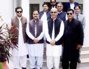لاہور: وزیر اعلیٰ پنجاب سردار عثمان بزدار کے ہمراہ معروف برطانوی بزنس ..