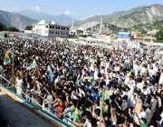 مظفرآباد: کشمیریوں سے اظہاریکجہتی کیلئے منعقدہ جلسے میں لوگوں کی ایک ..