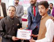 لاہور: صوبائی وزیر سکولز ایجوکیشن مراد راس والٹن روڈ پر ایک نجی سکول ..
