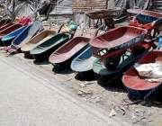 راولپنڈی: صبح سویری سبزی منڈی میں مزدوری کرنیوالے محنت کشوں نے مزدور ..