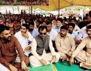 کراچی: پی ٹی آئی سندھ کے پارلیمانی لیڈر حلیم عادل شیخ کراچی پریس کلب ..
