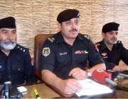 پشاور: ایس پی صدر ڈویژن صاحبزادہ سجاد پریس کانفرنس سے خطاب کر رہے ہیں۔