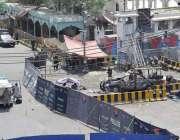 لاہور: سکیورٹی حکام نے داتا دربار کے باہر خود کش دھماکے کے بعد جائے ..
