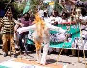 حیدر آباد : مسلم لیگ فنکشنل کی جانب سے بھارتی وزیر اعظم کا پتلا جلا کر ..
